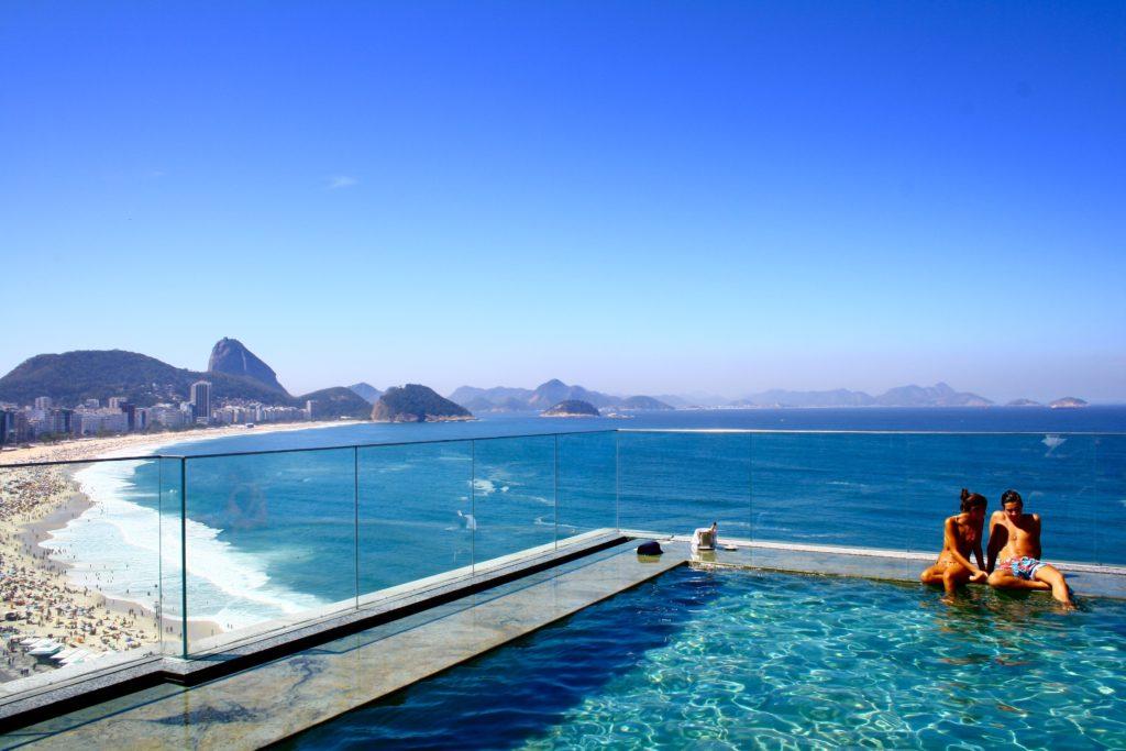 couple in pool in Rio de Janeiro