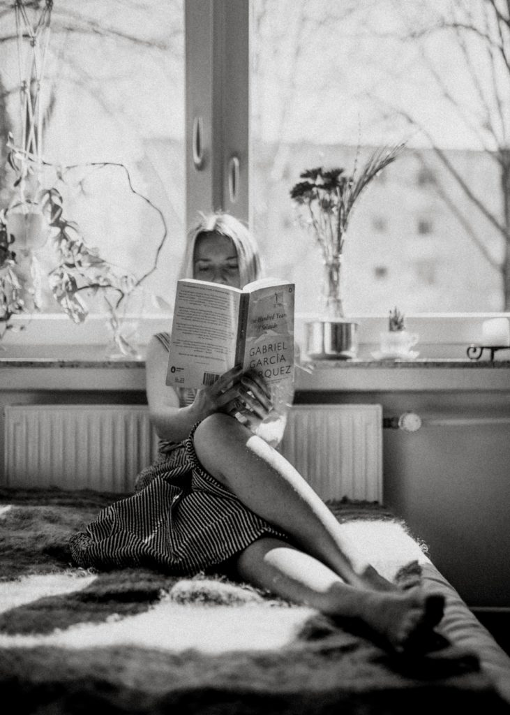 girl reading in flow state