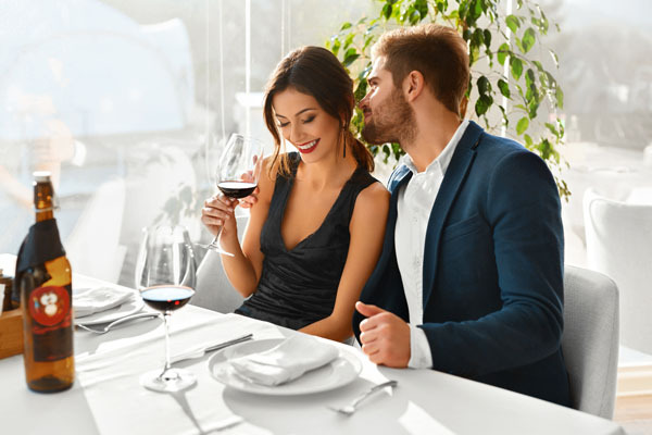 couple dining together after a relationship break