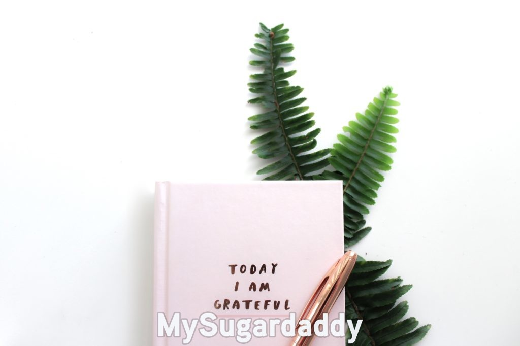 "gratitude journal with ""today I am grateful"" on the cover"